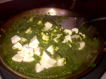 Paneer in spinach curry
